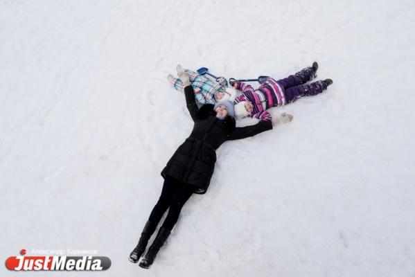 Алиса Сергеева, молодая мама: «Люблю, когда блестит снег при свете фонарей». В Екатеринбурге -4 и снова солнце. ФОТО, ВИДЕО