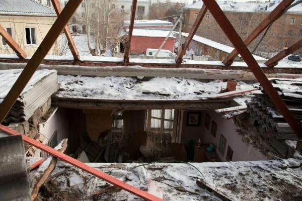 ЧП с обрушением потолка в доме на Уралмаше вылилось в уголовное дело