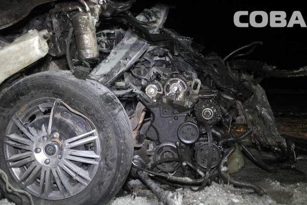 На ЕКАДе, залетев под КАМАЗ, погиб водитель легковушки. ФОТО