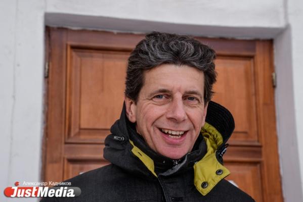Дирижер из Нидерландов Рене Гуликерс: «Утром - 26. Я никогда не встречал весну в таких условиях». В Екатеринбурге -6 и снова снег. ФОТО, ВИДЕО