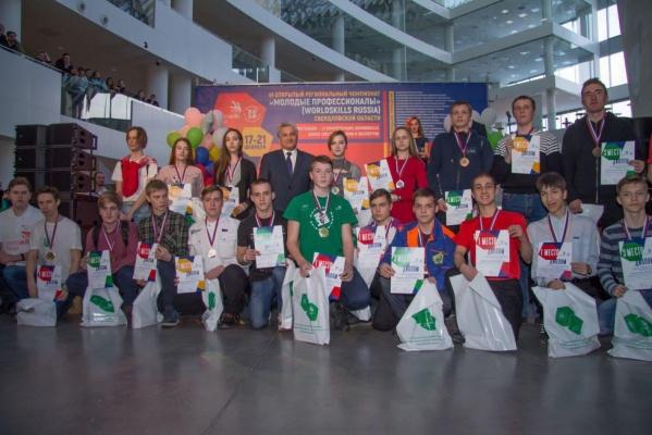 Ученики екатеринбургского лицея №128 получили 8 медалей на чемпионате «Молодые профессионалы» WorldSkilss