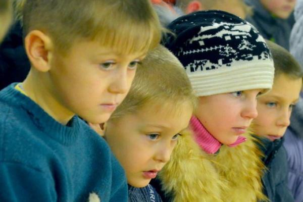 Лыжи, бисер, книги и сладости. В Ново-Тихвинском монастыре собирают подарки для детей из уральской глубинки