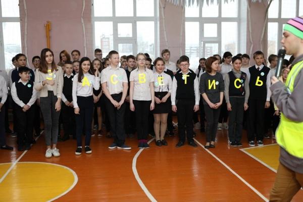 Екатеринбургским школьникам рассказали, как стать заметнее на дороге