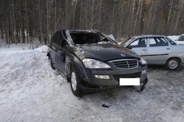 В Сысерти водитель внедорожника уснул за рулем и влетел во встречный ВАЗ. ФОТО