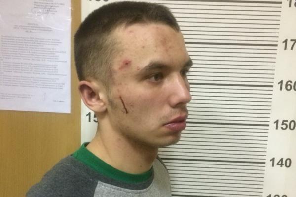 В Екатеринбурге молодой вор пырнул ножом охранника «Пятерочки»