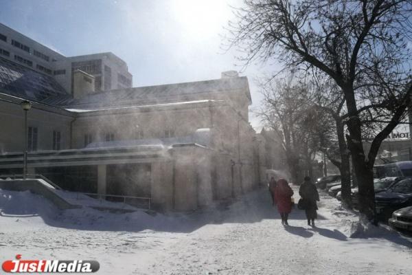Екатеринбург замело мартовской метелью. ФОТО