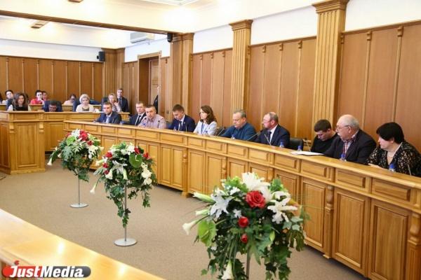 Екатеринбургские депутаты не стали отстаивать прямые выборы мэра и старую схему выборов