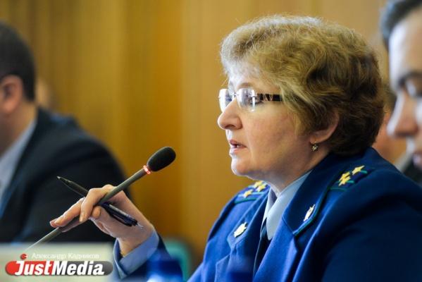 Прокуратура: полиция допрашивала екатеринбуржца, прописавшего у себя почти 7 тысяч мигрантов, но обвинения не предъявила