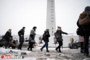 Екатеринбуржцы перед сносом обняли телебашню. ФОТО