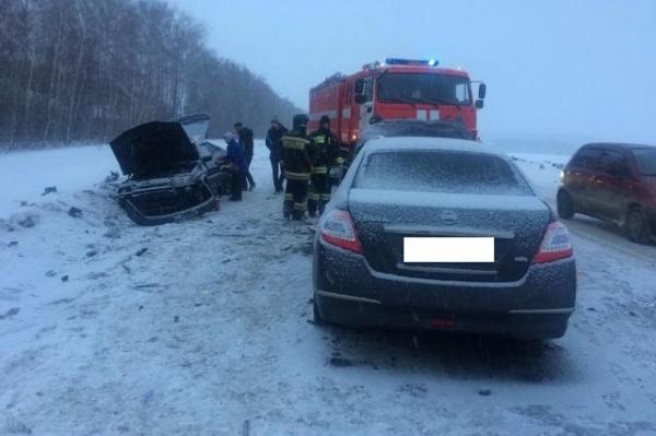 Под Сысертью автоледи на «четырнадцатой», выехав на встречную, влетела в Nissan. Пострадали два человека. ФОТО