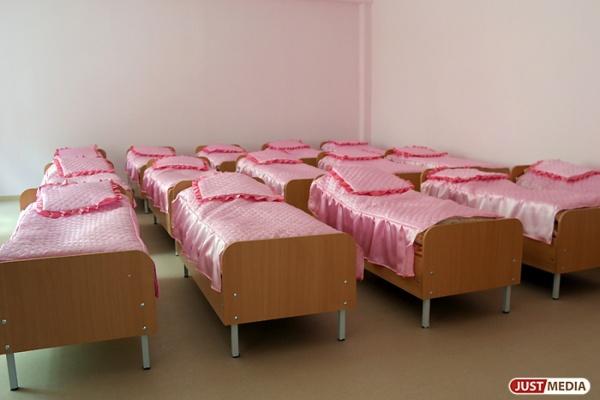 В Екатеринбурге воспитательница садика за плохое поведение детей закрывала их в спальне и не выпускала гулять