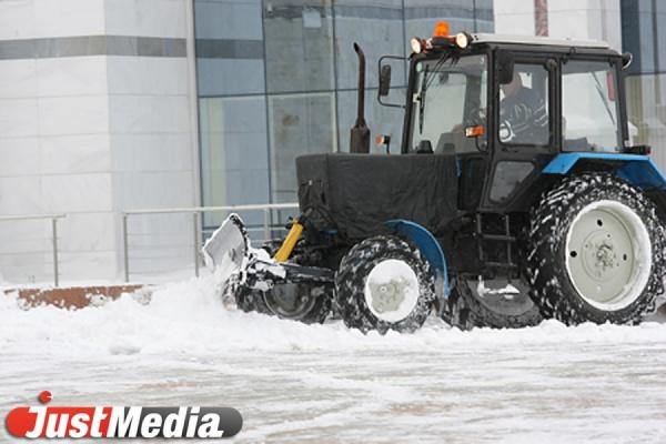 Более 450 единиц снегоуборочной техники вышли на дороги Среднего Урала