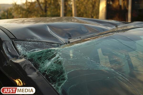 В Сысерти на автоледи на кроссовере насмерть сбила пешехода и улетела в кювет