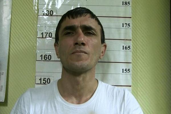 В Екатеринбурге неизвестные, угрожая пистолетом, отобрали у таксиста сотовый и 12 тысяч рублей