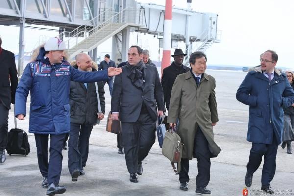 «Екатеринбург – это маленькая Россия». Куйвашев встретил в Кольцово комиссию ЭКСПО-2025. ФОТО