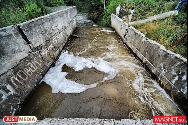 Поселок под Серовом загрязняет приток Сосьвы из-за разрушенной канализации