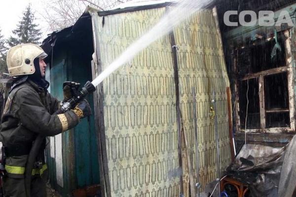 В частном доме на Уралмаше сгорели три бомжа