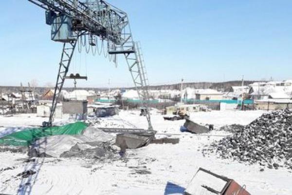 В Березовском временно закрыли предприятие, которое засыпало близлежащие дома угольной пылью