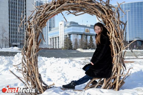 Актриса Анна Минцева: «Жду не дождусь, когда можно будет вдыхать аромат новой зелени и цветов». В Екатеринбурге +10 и сильный ветер. ФОТО, ВИДЕО