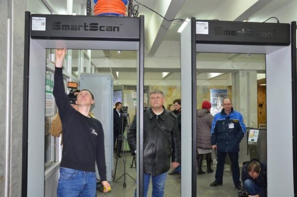 В метро Екатеринбурга установили дополнительные рамки металлодетекторов