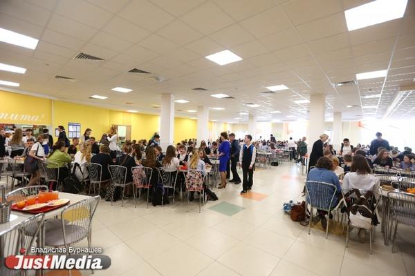 Слишком часто стали травиться. В Екатеринбурге прокуратура устроит массовые проверки предприятий, которые готовят школьникам еду