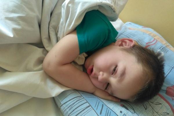 В центре Екатеринбурга нашли трехлетнего мальчика. Разыскивают его родителей. ФОТО