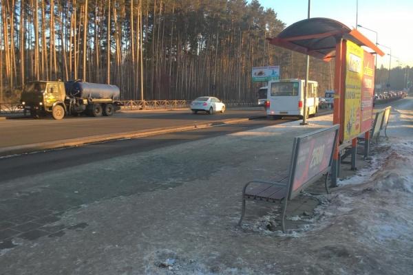 В Екатеринбурге водитель автобуса покалечил 72-летнюю бабушку. Розыск очевидцев