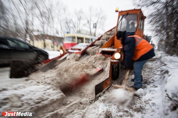 На расчистку дорог на Среднем Урале брошены усиленные коммунальные бригады