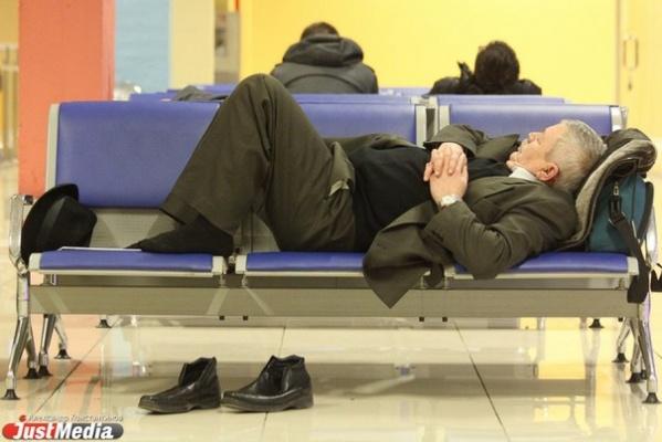 В аэропортах Москвы теперь нельзя переодеваться в туалетах, лежать на сиденьях и ставить на них сумки. Штрафы - до 5 тысяч рублей