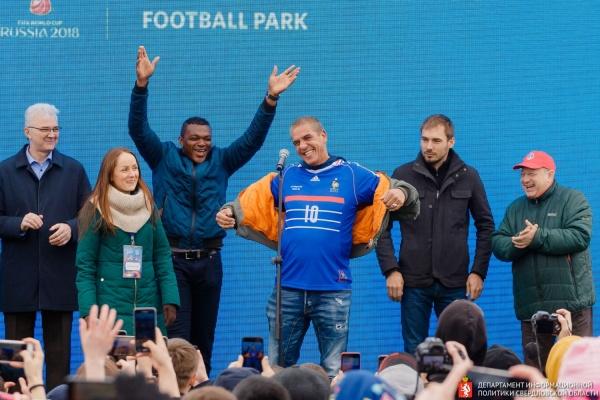 Парк футбола в Екатеринбурге открыли главный «таксист» Франции и легендарный спортсмен. ФОТО