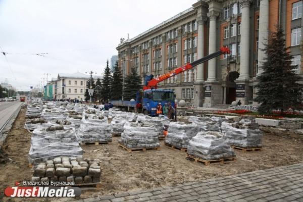 Готовьтесь к пробкам! Летом в Екатеринбурге снова будут перекладывать брусчатку