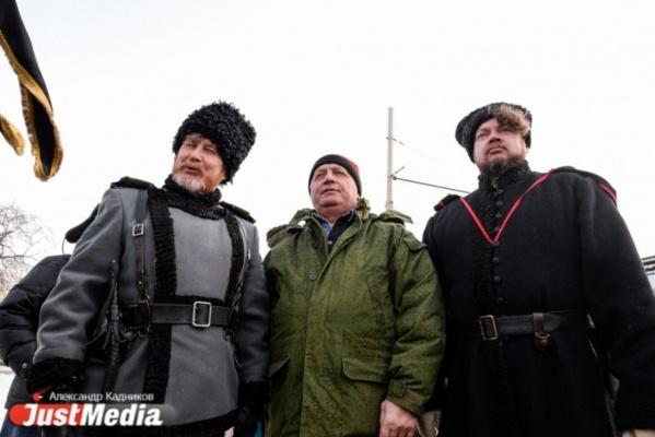 Уральские казаки, участвующие в охране правопорядка в Екатеринбурге, будут получать сертификаты об оказании первой медицинской помощи