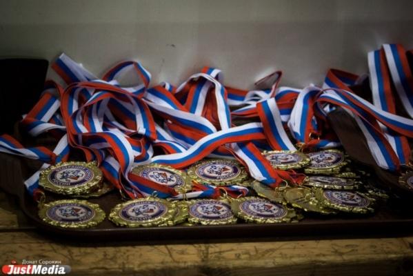 Хоккеисты Уральского горного университета удержали звание чемпионов России