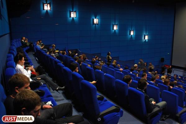 В Екатеринбурге кинотеатр в честь Дня Победы предлагает посмотреть киноновинки по 100 рублей.