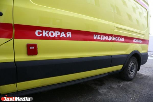 В Каменске-Уральском пятиклассник получил травмы от упавшего с крыши дома листа железа