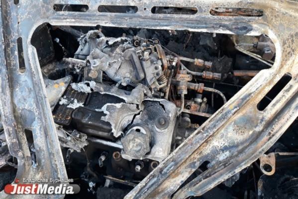 Ночью в центре Екатеринбурга сгорел Porsche Panamera