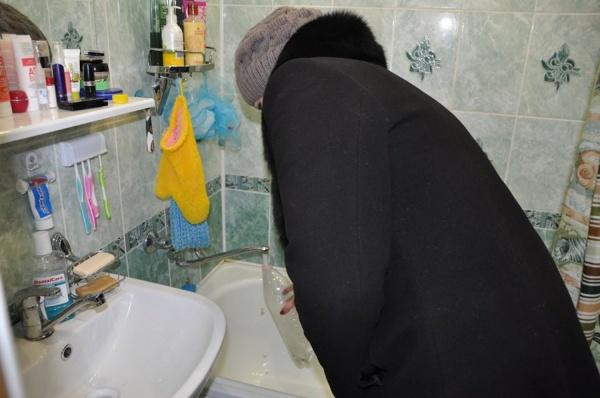 «Стаканчики под рассаду источают запах  после того, как их помоешь». В Нижнем Тагиле из-за плохой воды срывается дачный сезон. ДОКУМЕНТ