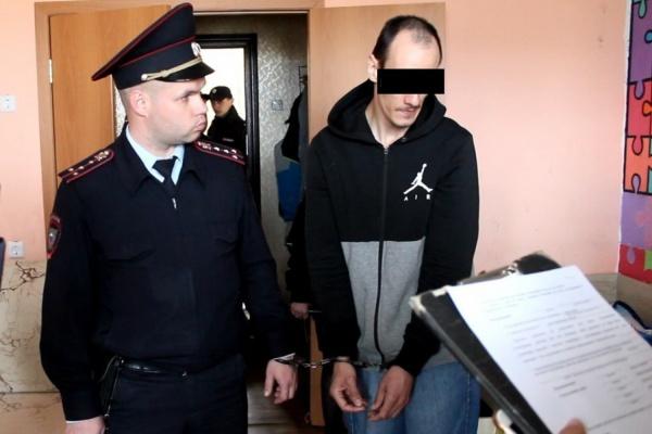 В Сысерти молодой человек спрятал тело убитой жены в диван, а сам уехал в Татарстан