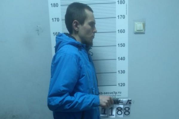 В Екатеринбурге полиция задержала разбойника, который ограбил несколько аптек и оружейный магазин