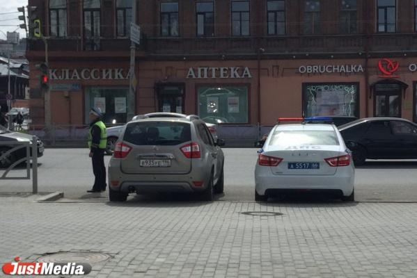 После новости JustMedia.ru ГИБДД стала гонять водителей из Исторического сквера