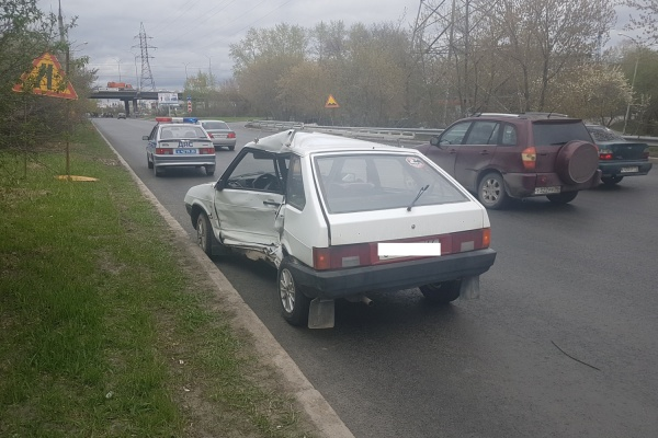 В Екатеринбурге ВАЗ и Toyota не подлили дорогу. Пострадали 2 человек, в том числе ребенок. ФОТО