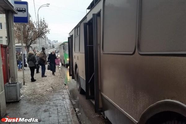 Прокуратура наказала водителя и кондуктора троллейбуса, в котором получила травму пенсионерка
