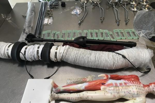 Кольцовские таможенники задержали китайского врача, который вез оборудование для народной медицины
