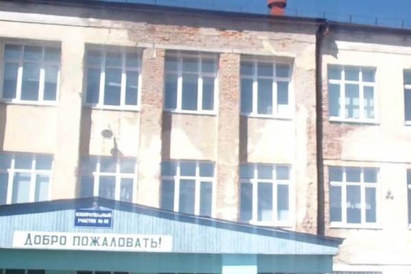 Председателя думы Артемовского ГО не пустили на порог школы, на которую пожаловались родители