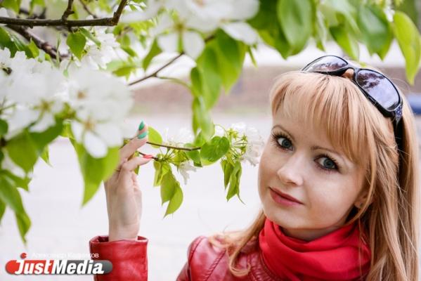 Елена Белявцева, специалист по кадрам: «Совсем скоро наступит пора прогулок, пляжного сезона и хорошего настроения». В Екатеринбурге +11 градусов и дождь. ФОТО, ВИДЕО