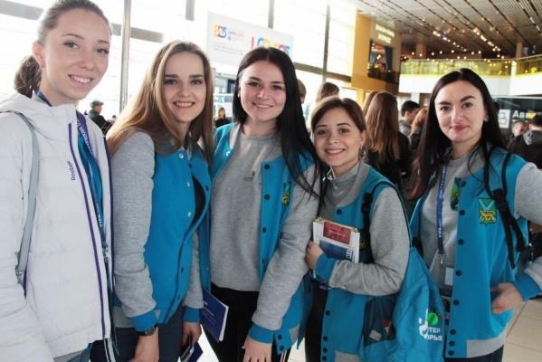 Во время ЧМ-2018 пассажиров в Кольцово встретят около 200 волонтеров