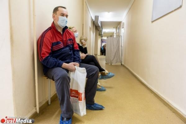 В Ирбитской ЦГБ, которую засудили из-за невыдачи бесплатных бахил, снова наживаются на пациентах
