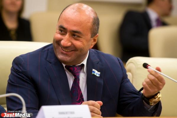 Карапетян хочет вернуть себе мандат депутата заксобрания через суд