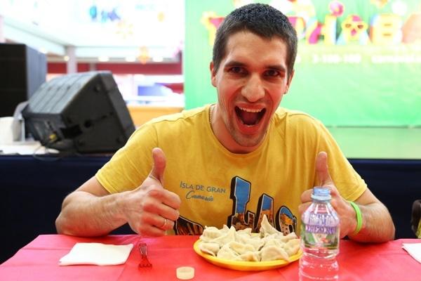 В Екатеринбурге участников чемпионата по поеданию пельменей угостят национальными блюдами