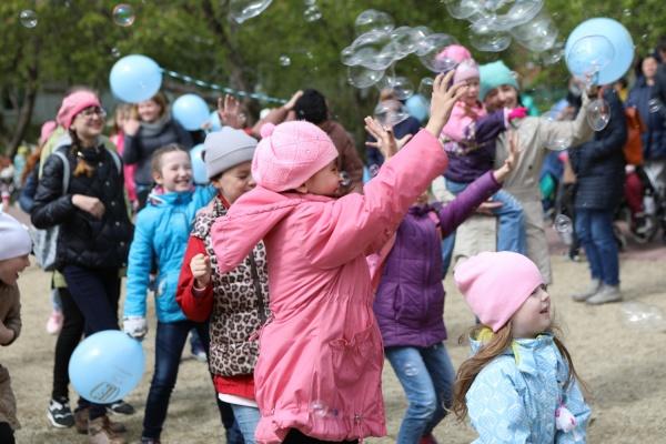 Около 100 кроватей и подарки от губернатора. В ОДКБ №1 отпраздновали День защиты детей. ФОТО